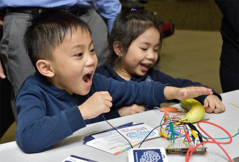 Kids saw how a banana can conduct electricity.