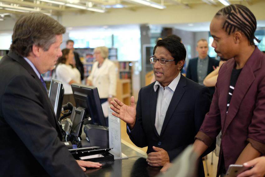 Mayor John Tory speaks with two wifi hotspot borrowers.